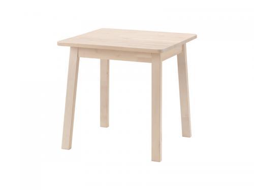 Tisch-Einzimmerwohnung-einrichten